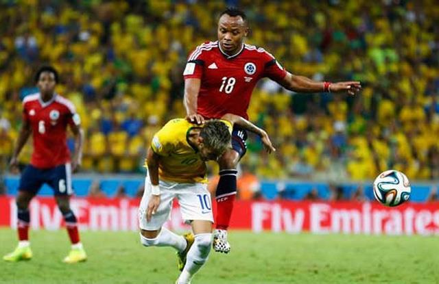 Neymar'ı sakatladı, koruma tuttu
