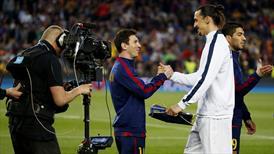 Zlatan Ibrahimovic'ten Messi'ye: Her yerde oynar!