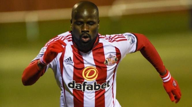 Eboue Sunderland'ten kovuldu