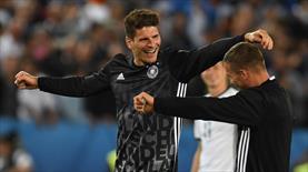 Gomez ve Podolski'nin keyfine diyecek yok