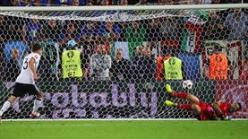 Yarı final Buffon'un koltuk altından kaçtı! İşte unutulmaz son...